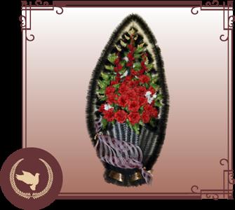 Корзина из искусственной хвои с цветами