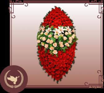 Венок из искусственной хвои с цветами Р-41